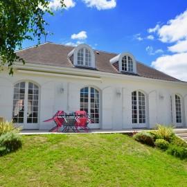 Villenave d'Ornon, grande maison familiale sur terrain de 1 000 m2 avec piscine