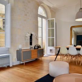 Appartement rénové avec cour et cave, Bordeaux Quinconces, 2 chambres