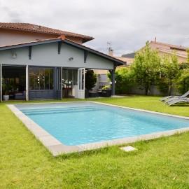 Le Bouscat Lafon-Féline, maison non mitoyenne 5 chambres, piscine, garage, jardin, dépendance