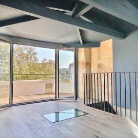 Duplex rénové avec terrasse, Bordeaux centre, 53 m2, Tram A et B