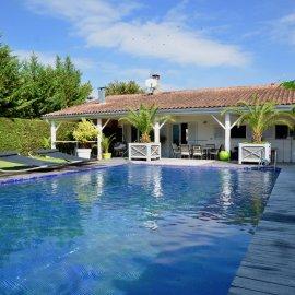 Maison de plain-pied avec dépendances, piscine, jardin, stationnement - Villenave d'Ornon