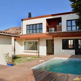 Bègles, maison d'architecte rénovée avec piscine, 5 chambres, stationnements