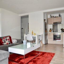 Appartement en rez de chaussée de 45 m2, une chambre, terrasse couverte, parking, Bordeaux Caudéran Les Pins Francs