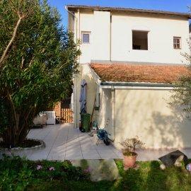 Maison de ville de 120 m2 avec jardin, dépendance, stationnement, 4 chambres, Bordeaux Caudéran