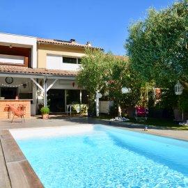 Le Bouscat, La Chêneraie - Maison contemporaine 5 chambres, bureau, stationnement, piscine, jardin, cuisine d'été, dépendance