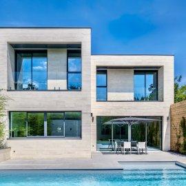 Pessac centre, quartier du Casino, maison d'architecte contemporaine, 4 chambres, bureau, piscine, garage double, jardin clos sans vis à vis