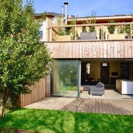 Bordeaux François de Sourdis, échoppe rénovée de 185 m2, 5 chambres, bureau, jardin de 70 m2, terrasse de 50 m2, parking